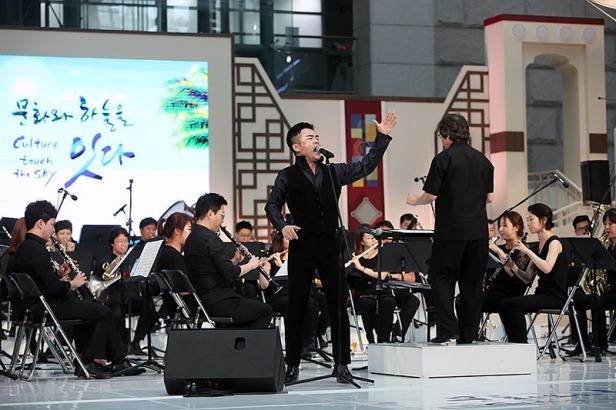 韓國流行管弦樂團(Korean Pops Orchestra)