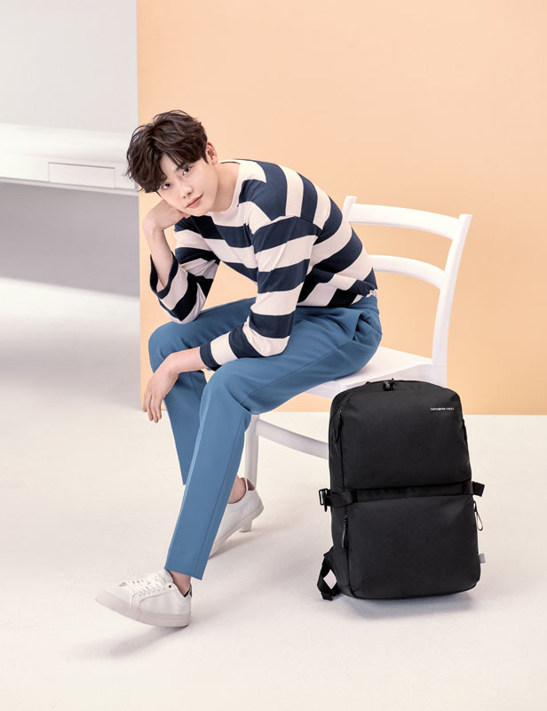 Samsonite RED 李鍾碩 CLOVEL