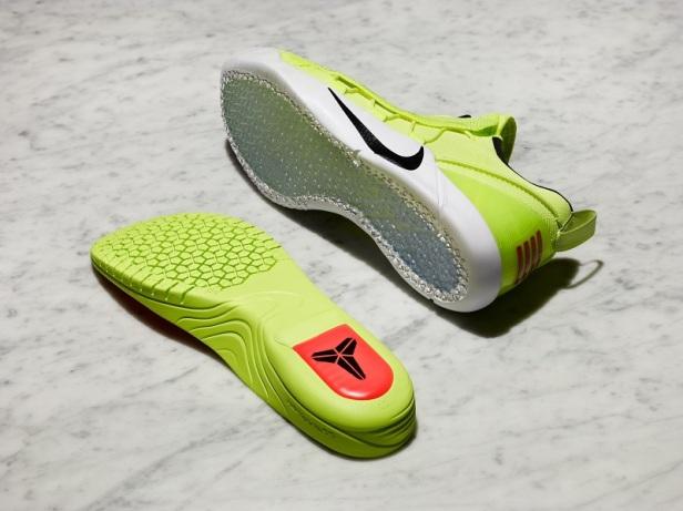 鞋跟處的Zoom Air氣墊是嵌入式內底的亮點。
