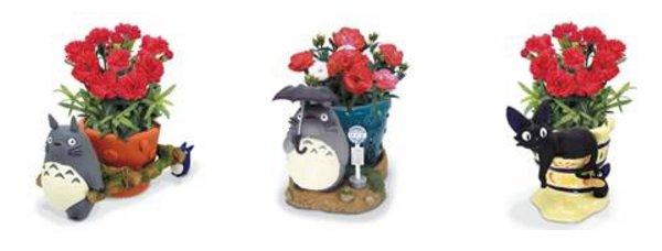 龍貓運送花盆 (左) / 龍貓雨中撐傘花盆(中) / JIJI與他的兒子花盆 (右)